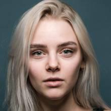 الیویا بورخارت - Olivia Burkhart