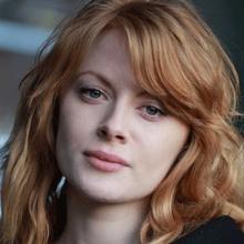 امیلی بیچام - Emily Beecham